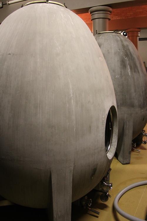 image of the concrete eggs at De Morgenzon